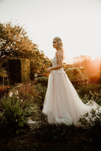 Load image into Gallery viewer, FREAH - Wedding Dress Molteno