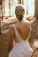 Load image into Gallery viewer, GAEA - Wedding Dress Molteno