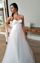Load image into Gallery viewer, RHAINON - Wedding Dress Molteno