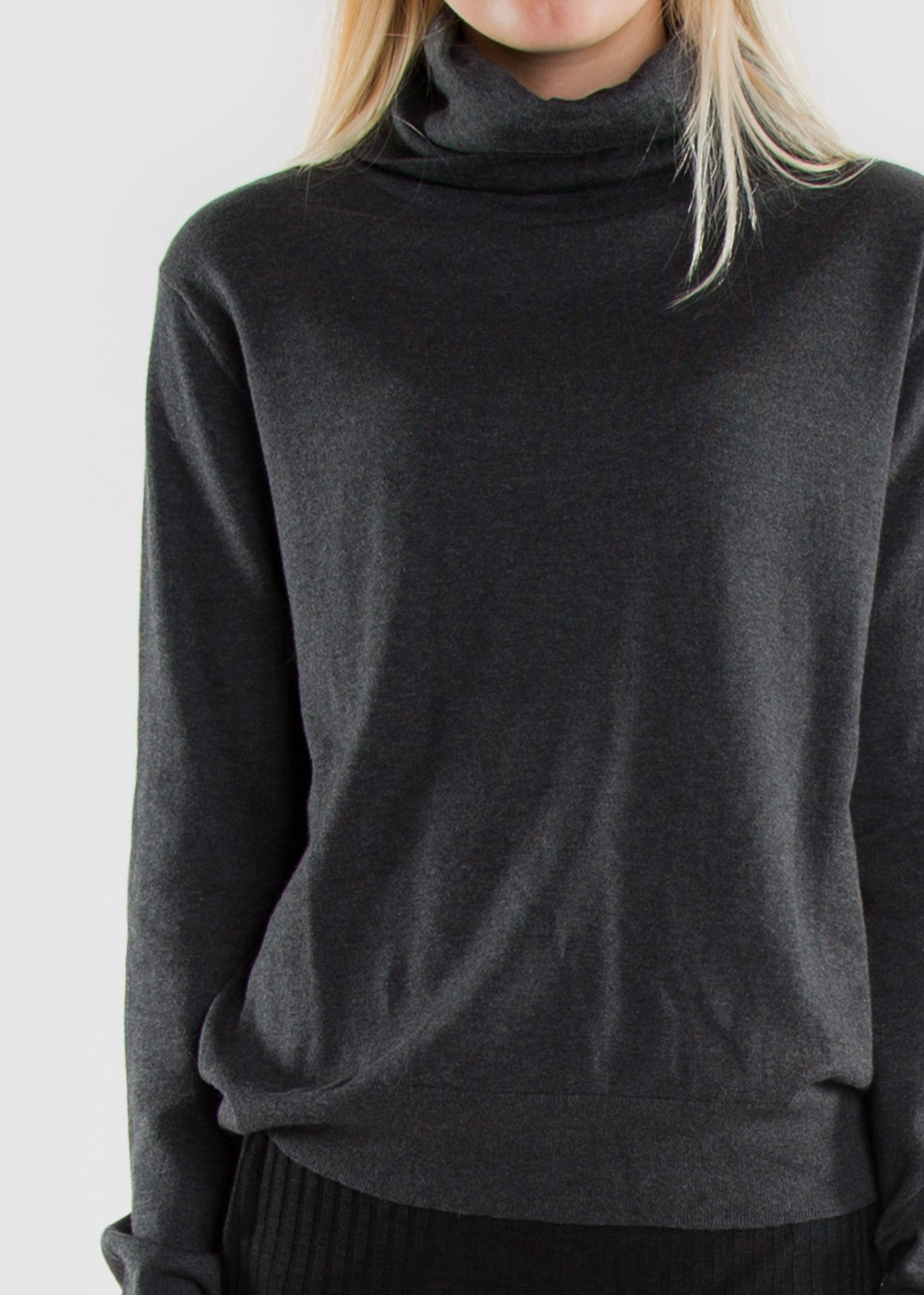 Lean Turtle Neck Jumper Dark Grey