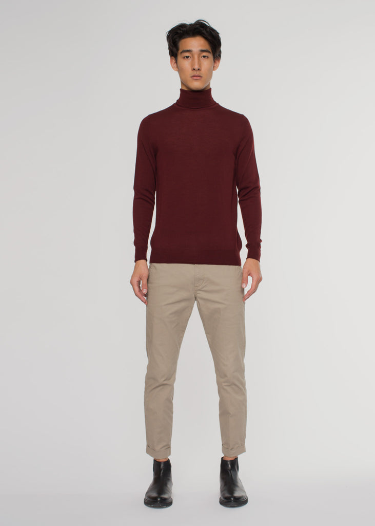 Richard Roll Neck Burgundy/White