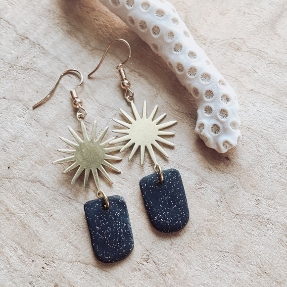 Hypoallergenic Sunburst Brass and Black Sparkle Clay Earrings