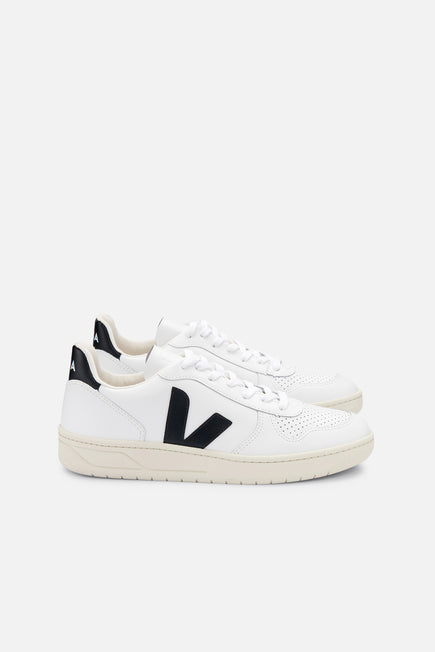 V-10 by Veja in Extra White/black 1