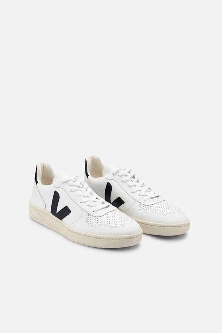 V-10 by Veja in Extra White/black 2