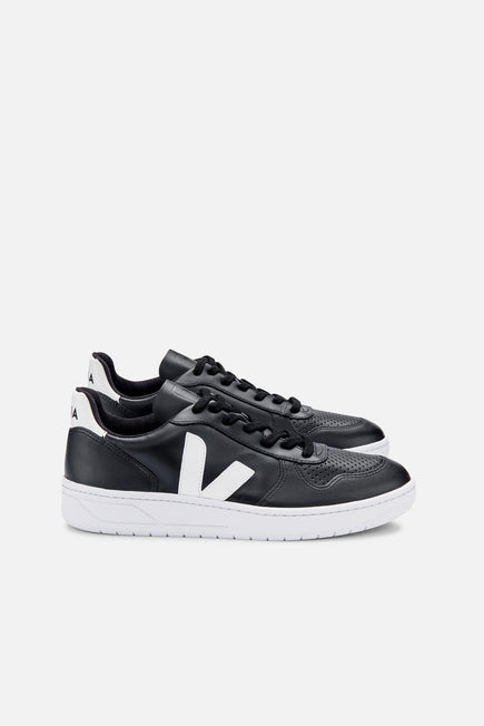 V-10 by Veja in Black/white Sole 1