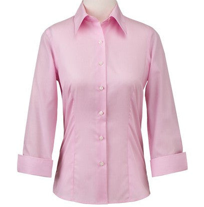 STYLE IMAGE FOR WOMEN'S 3/4 SLEEVE SHIRTS.