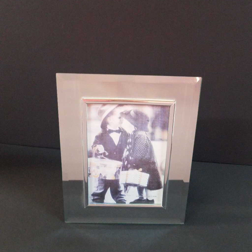 "5"" x 7"" Clear Glass Mirror Picture Frame with Silver Trim"