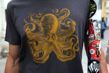 Load image into Gallery viewer, tshirt krake octopus zoology marine biology 1800s woodcarving screen-print siebdruck handdruck