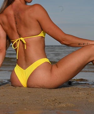 V shaped bikini bottoms with cheeky cut in yellow