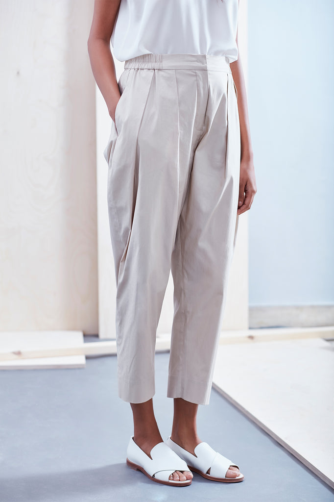 Relaxed Pleat Front Cotton Pant