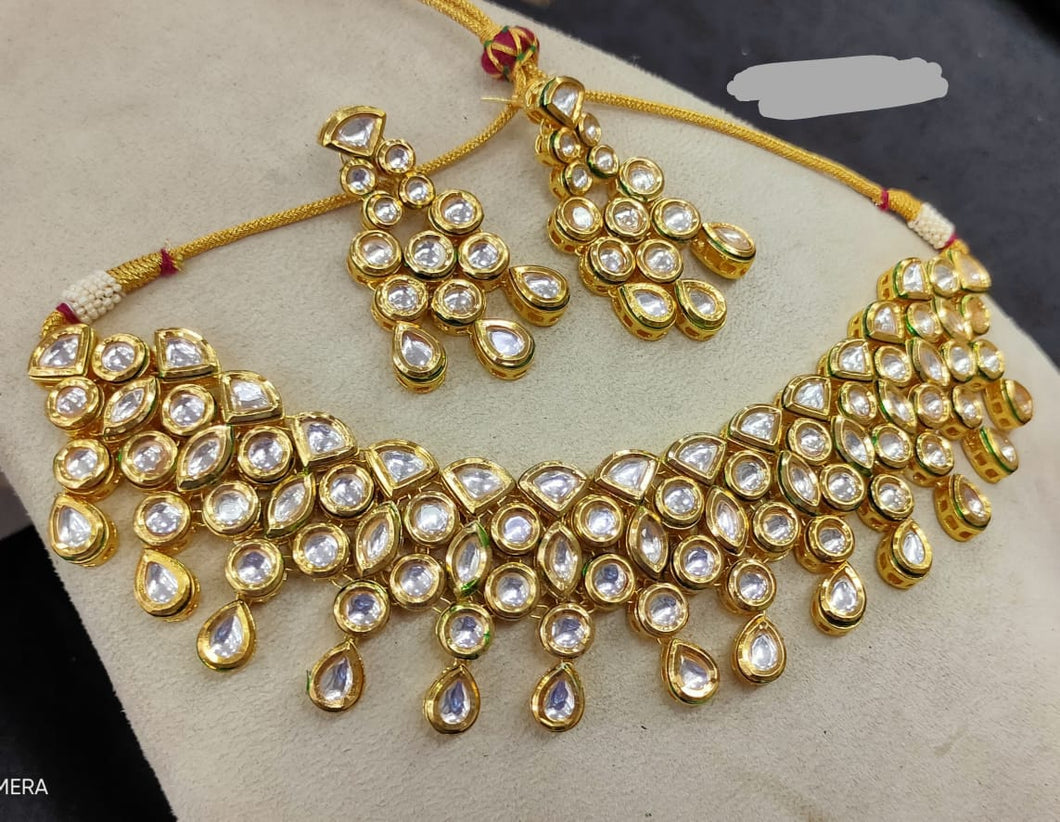 Shop for a wide collection of Kundan Jewellery for great prices at LebaasOnline. Checkout up-to-date models, new arrivals, deals and discounts on Indian, Kundan Jewellery Sets today for any weddings, party's and many more celebrations.