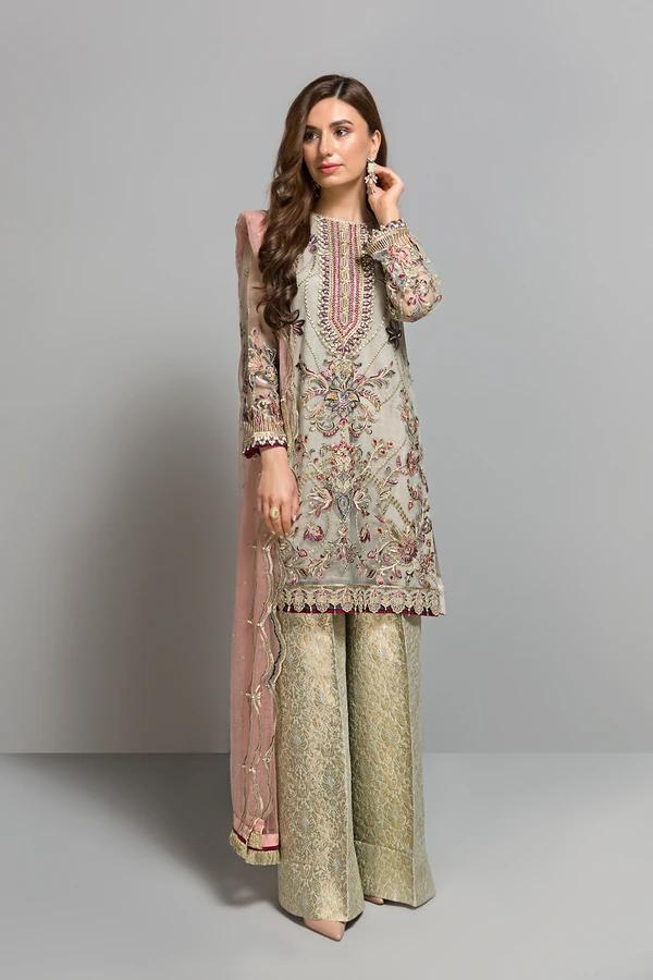 Buy Baroque Chiffon Collection 2021, Gray from Lebaasonline Pakistani Clothes Stockist in the UK @ best price- SALE ! Shop  Baroque, Noor LAWN 2021, Maria B Lawn 2021 Summer Suits, Pakistani Clothes Online UK for Wedding, Party & Bridal Wear. Indian & Pakistani Summer Dresses by  Baroque in the UK & USA at LebaasOnline