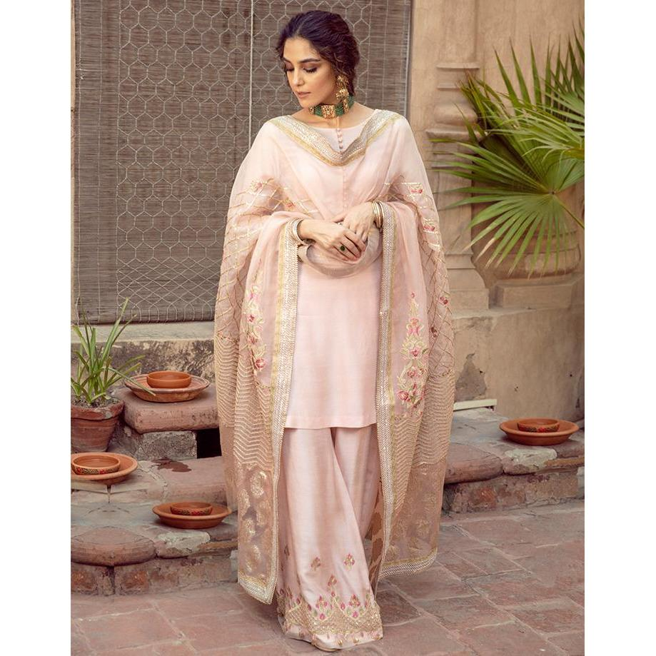 Buy FAIZA SAQLAIN | MAYA ALI Pink at Lebaasonline Pakistani Clothes Stockist in the UK @ best price- SALE ! Shop Noor LAWN 2021, Maria B Lawn 2021 Summer Suits, Pakistani Clothes Online UK for Wedding, Party & Bridal Wear. Indian & Pakistani Summer Dresses by FAIZA SAQLAIN 2021 in the UK & USA at LebaasOnline