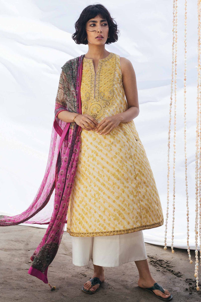 Buy COCO BY ZARA SHAHJAHAN LAWN 2021 | Z21-02B Yellow Lawn 100% PAKISTANI DESIGNER DRESSES at Lebaasonline. New summer lawn Eid collection of Zara Shahjahan 2021, PAKISTANI CLOTHING, Asim Jofa Party Suits, PAKISTANI BOUTIQUE are exclusively available online! Stitched & Readymade Eid dress in the UK France & New Zealand