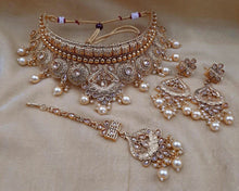 Load image into Gallery viewer, Dazzling  jewellery sets in gold and crystals - LebaasOnline