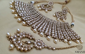 Celebrity Glam Jewellery Necklace Set By Amanii - LebaasOnline
