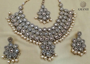 Pearls and Crystal Party Jewellery Set - LebaasOnline