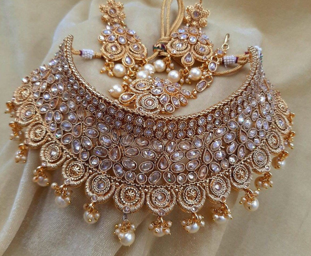 Dazzling  jewellery sets in gold and crystals - LebaasOnline