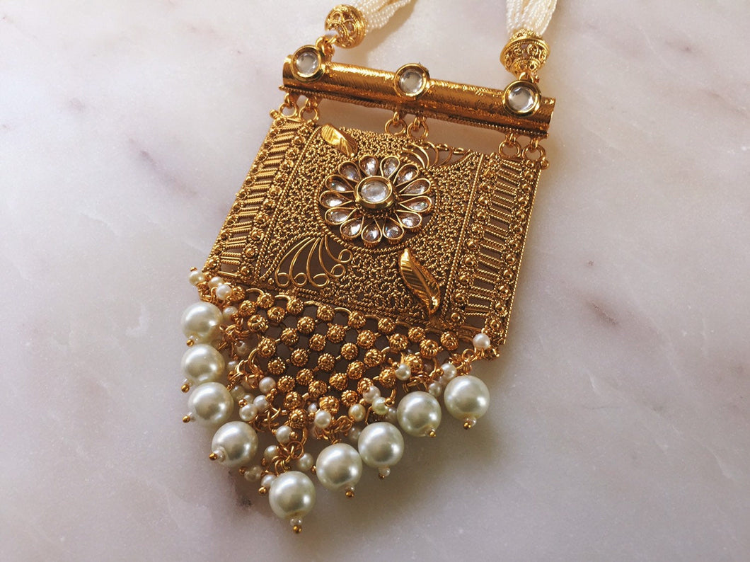 Pearl Haar With Golden Pendant - LebaasOnline
