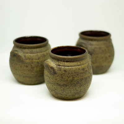 yesterday handmade small brown vase - een stip