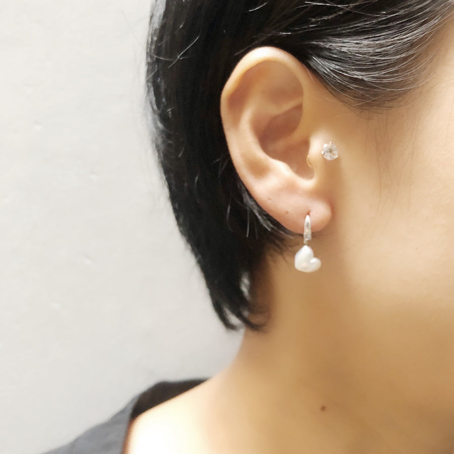 18K - Mill hook pierce - White heart