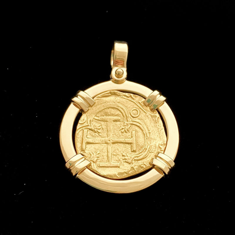 Non-shipwreck Gold Coin, Grade Extra Fine, 2 Escudos, Mounted in 18k gold