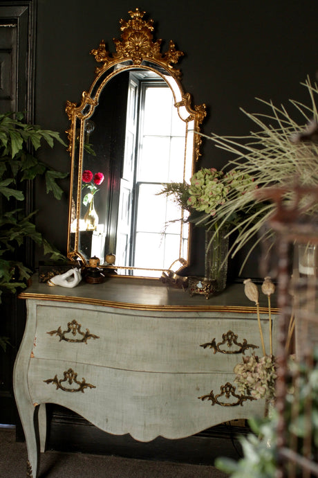 Stunning Decorative Gilt Mirror
