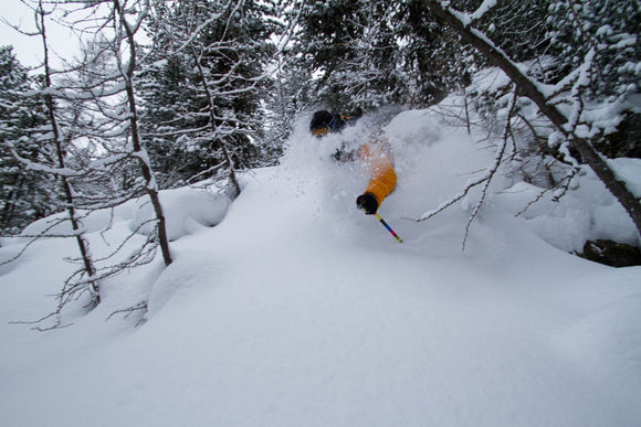 Skier in powder skiiing - Freeride ski collection - Off-piste -- Mountain Lab - Tweedehands ski's