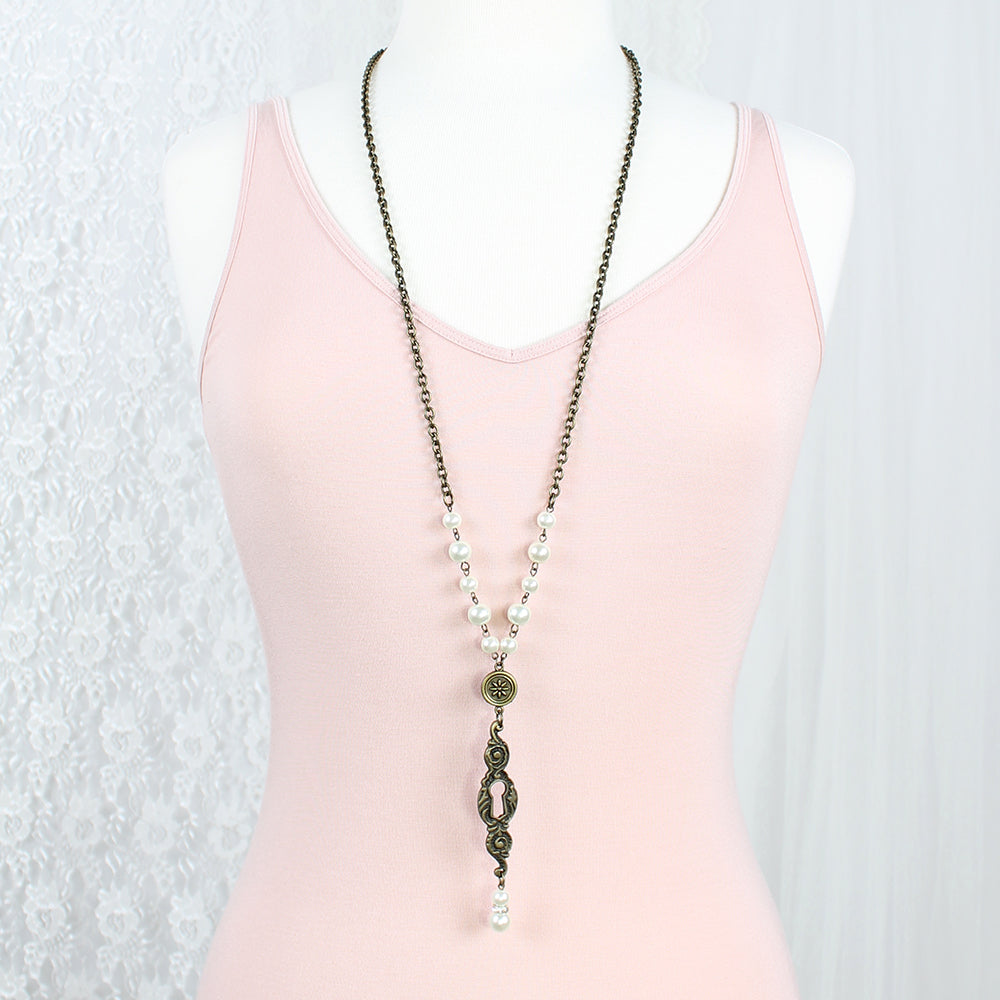"Vintage Style Keyhole & Pearl 36"" Necklace"
