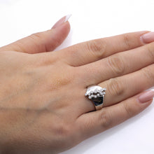 Load image into Gallery viewer, Ladies 18k White Gold With 0.24 CT Right Hand Ring