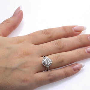 Ladies 18k White Gold With 0.80 CT Right Hand Ring