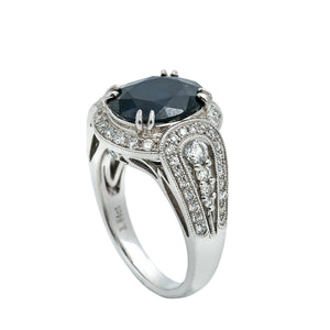 LADIES 18K WHITE GOLD HAND RING WITH 0.92 CT DIAMONDS AND 3.84 CT SAPPHIRE