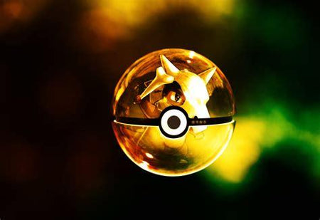 Pokemon Pokeball mit Pokemon Figur innen