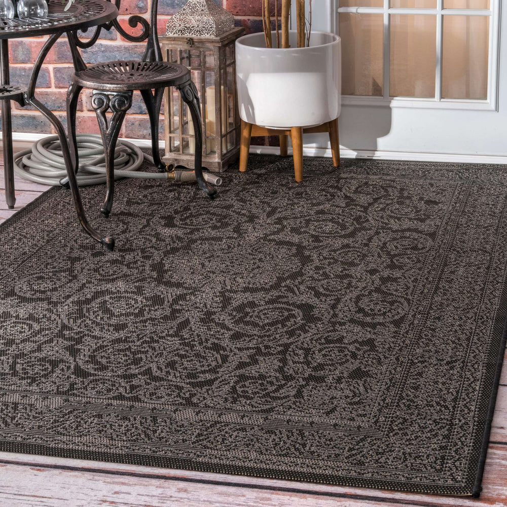 Indoor/Outdoor Thomas Paul Floral Medallion Rug