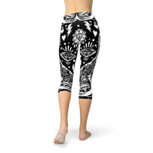 Load image into Gallery viewer, Black Magic Cat Capri Leggings - gutkaufen.net