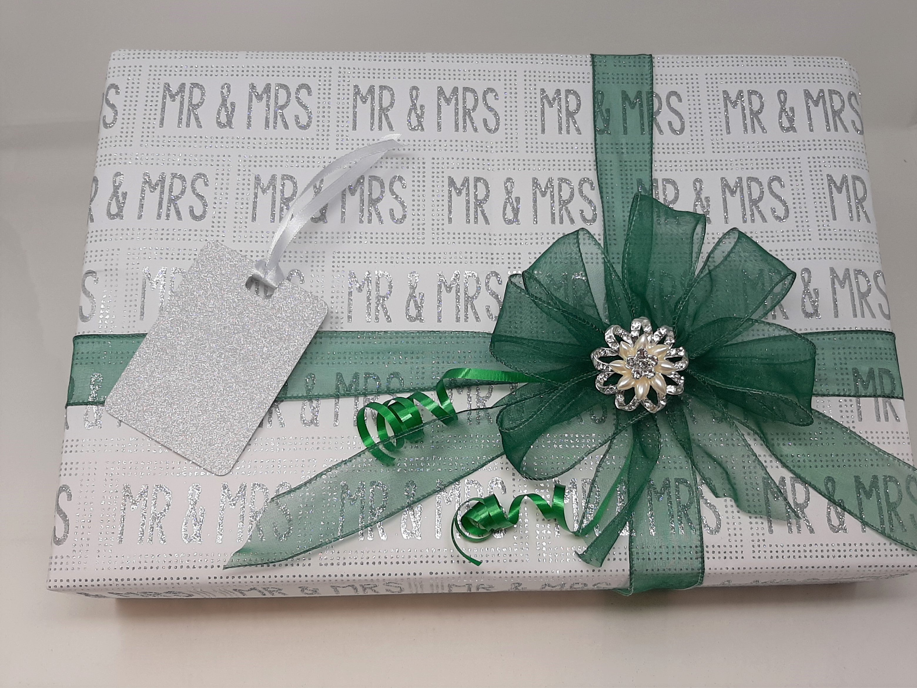 Mr and Mrs Wrap and Green Stripe Ribbon and Bow Pack