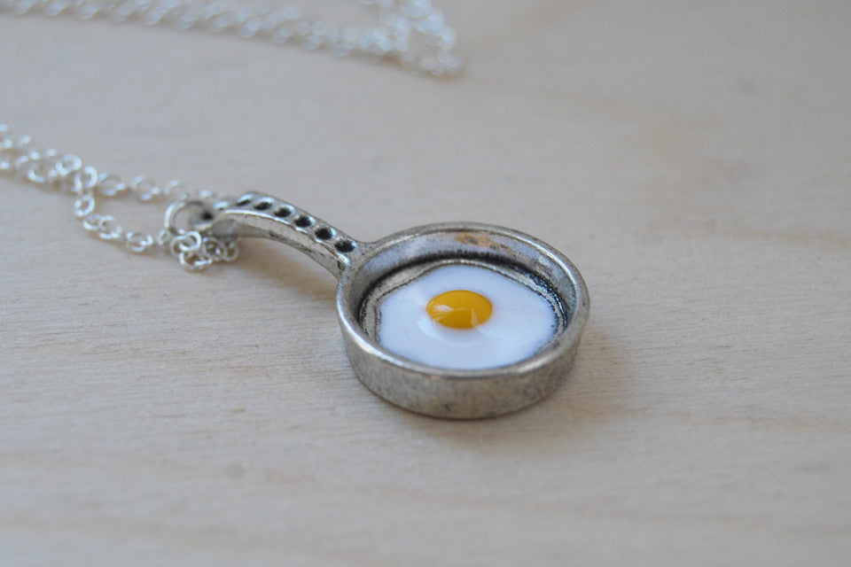 egg in a frying pan necklace