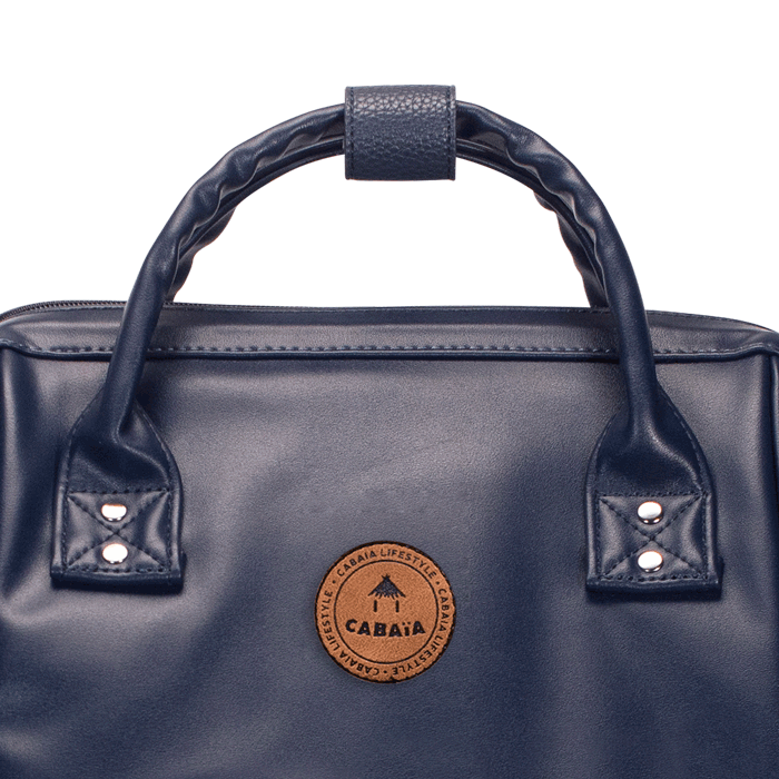 Details of the logo of the navy backpack Cabaïa Milan