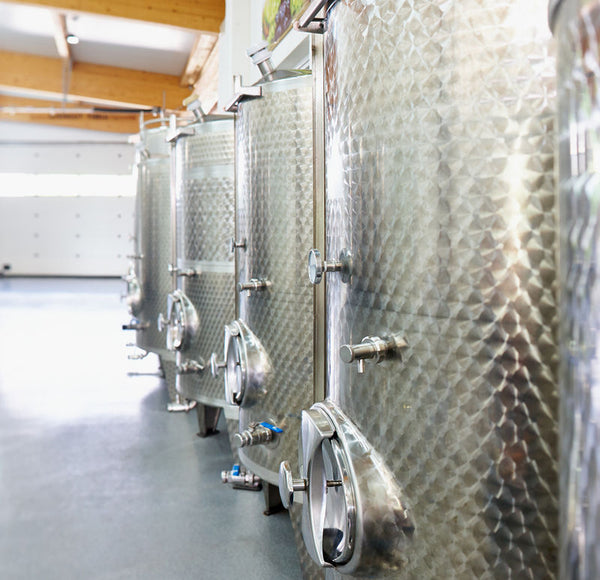 Weingut Thell Edelstahl Tanks