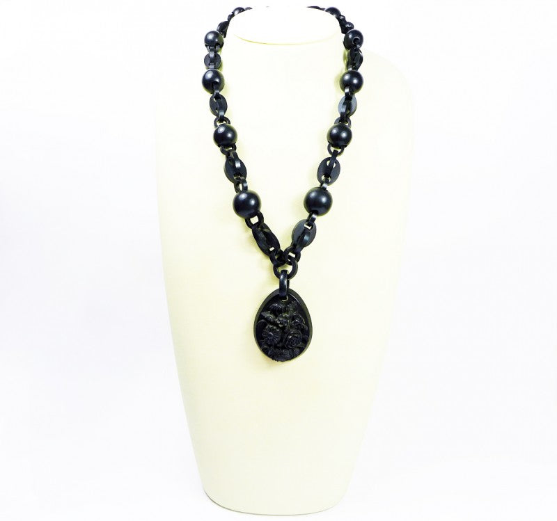 Victorian vulcanite mourning necklace