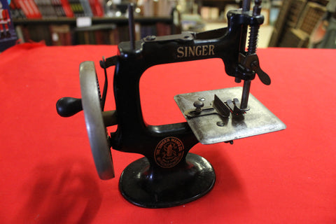 1910 - Singer Toy Sewing Machine