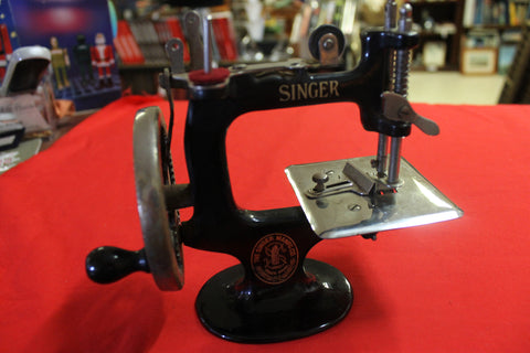 1914 - Singer Toy Sewing Machine