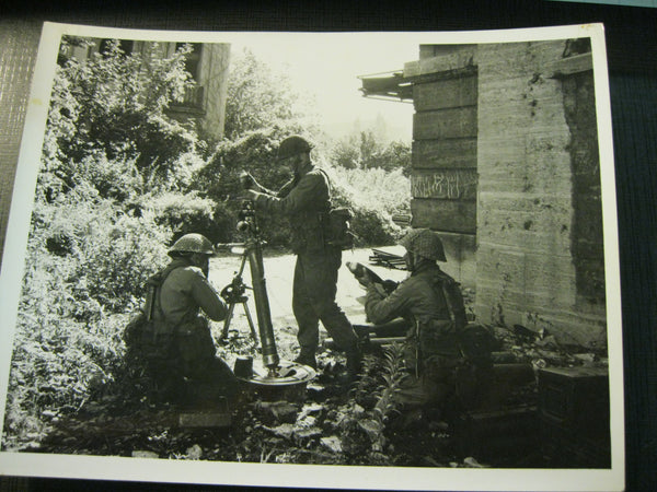 Original Large Photo of Mortar Detachment .