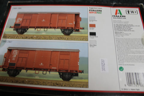 Italeri 8703 HO Freight Car Kit