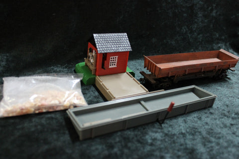 HO - Gravel Shed and Side Tipping  Wagon