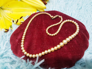 Elegant Vintage Pearl Necklace by Ratners Jewellers LTD. - Vintage Radar