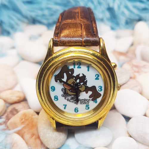 ساعة كلاسيكية من Armitron Tasmanian Devil Watch | Looney Tunes Gold Tone Character Watch - Vintage Radar
