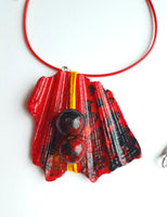 Red Handmade Necklace | Handpainted on Seashells - Vintage Radar