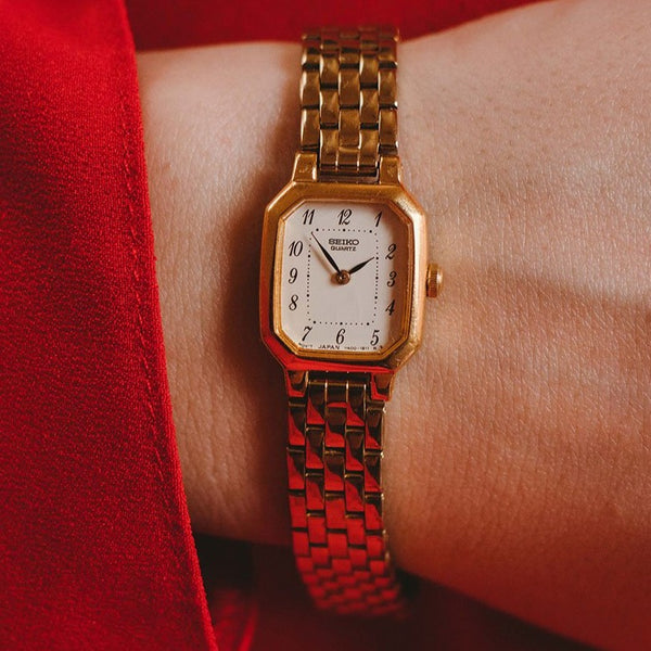 Vintage Gold-tone Seiko V400-5606 RO Rectangular Watch for Women