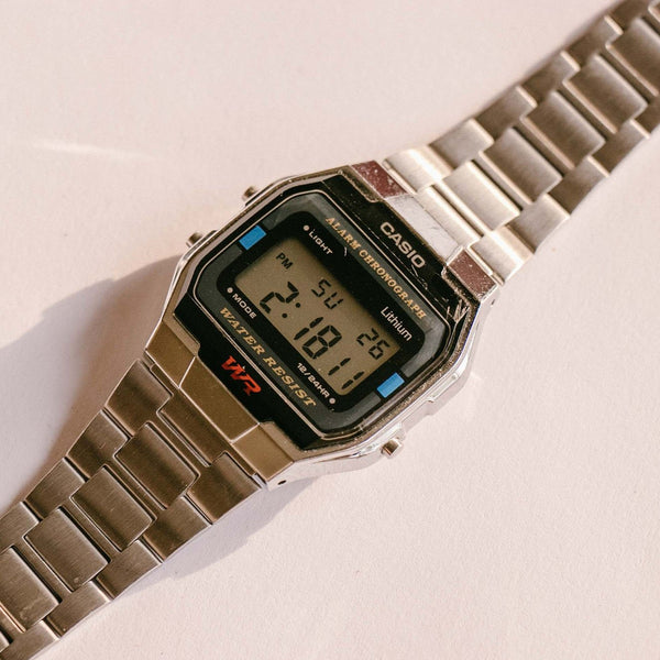 Casio 593 A163w Alarme Chronographe 34mm Argent-tone Quartz Montre
